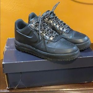 Nike low-cut boots
